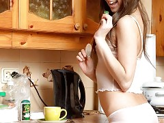 Teen hottie posing in the kitchen